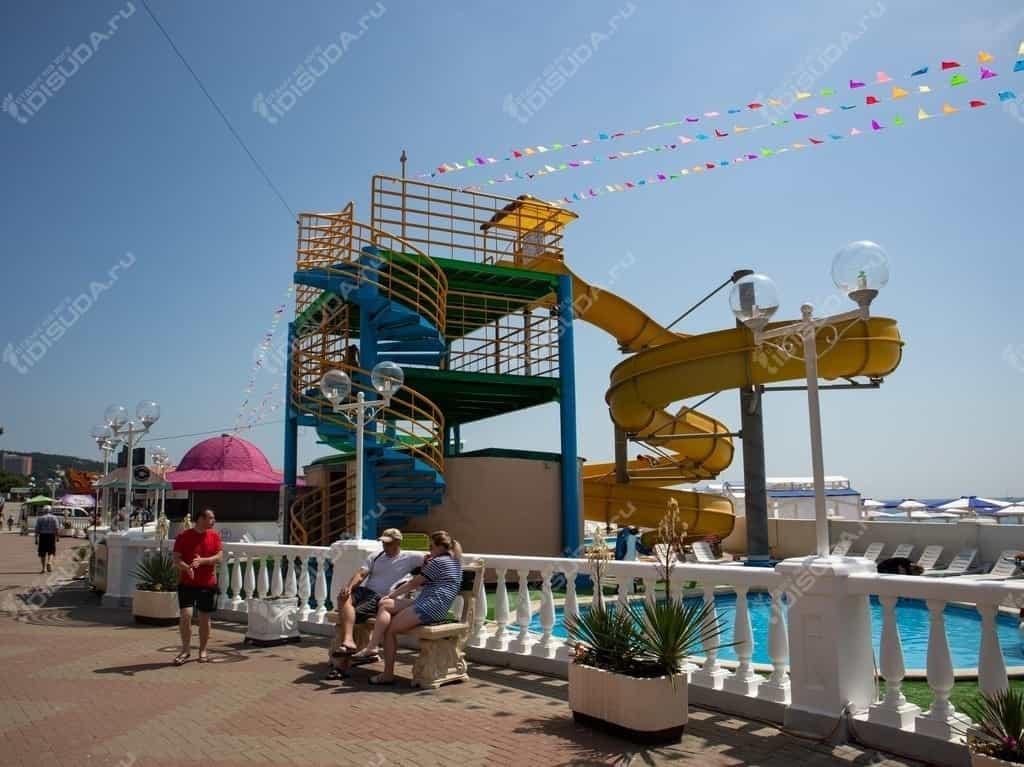 Аквапарк Посейдон на набережной в Дивноморске, водные горки