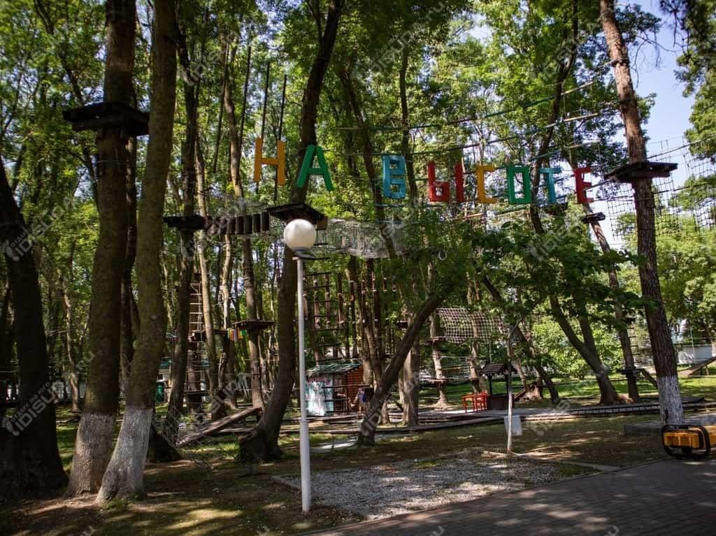Веревочный парк «На высоте» в Дивноморском, вывеска, входная группа